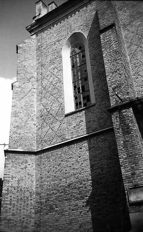 1977 р. Фрагмент фасаду нави. Вигляд з півдня