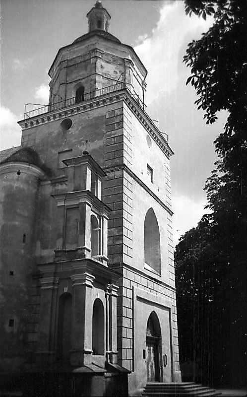 1977 р. Пам'ятник і головний фасад. Вигляд з позиції А4