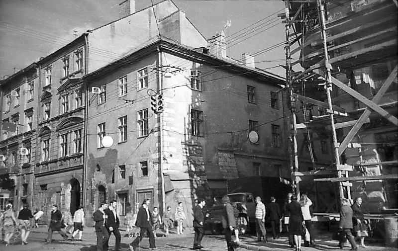 1977 р. Загальний вигляд Ліворуч – вул.Руська, праворуч – вул.Сербська)