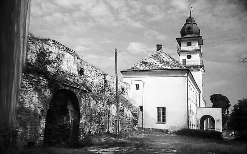 1977 р. Фрагмент муру між замком і ратушею