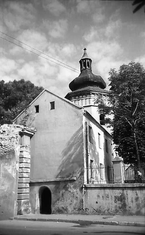 1977 р. Старий будинок біля дзвіниці костелу св.Лаврентія