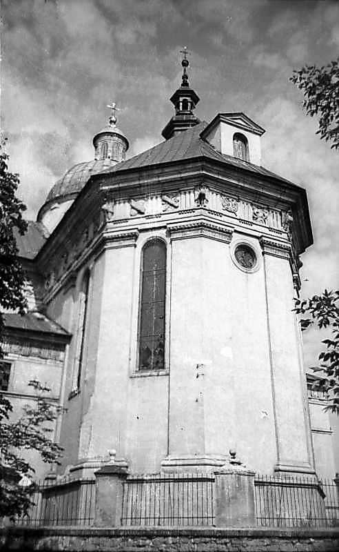 1977 р. Вівтар. Вигляд зі сходу