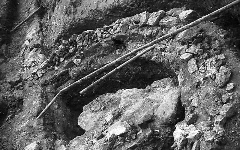 1977 р. Півбашта низького муру на…