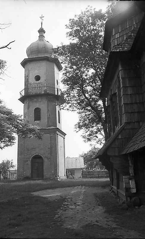 1977 р. Дзвіниця і фрагмент церкви.…