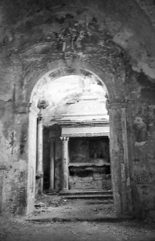 1977 р. Інтер'єр з місцем поховання