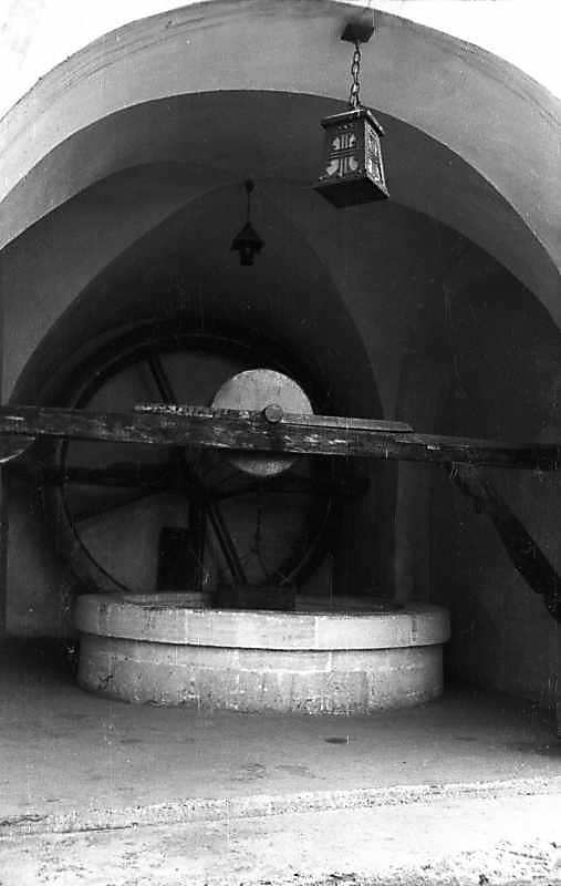 1977 р. Колодязь у приміщенні…