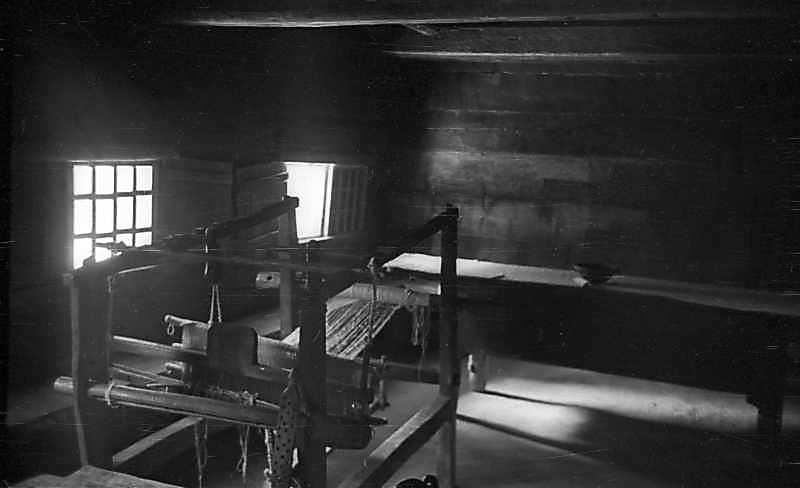 1977 р. Інтер'єр хати з ткацьким…