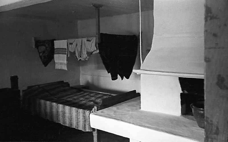 1977 р. Інтер'єр з ліжником і піччю