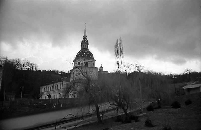 1977 р. Будинок настоятеля і дзвіниця.…
