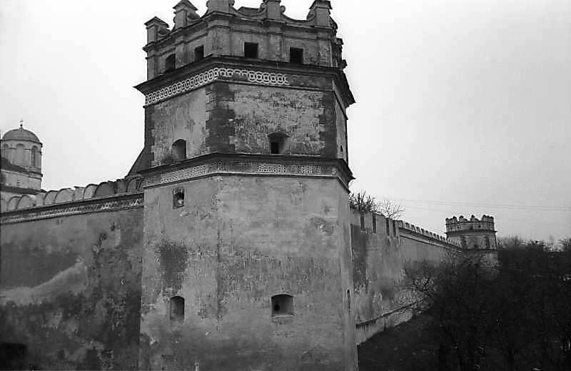 Північа стіна з баштами