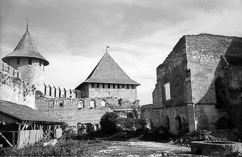 Комендатська башта, палац, північна башта і фрагмент церкви