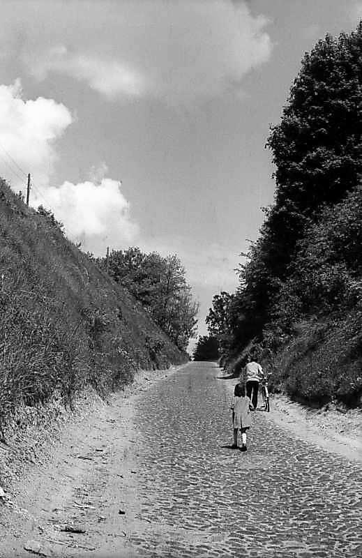 1978 р. Дорога прорізає схил