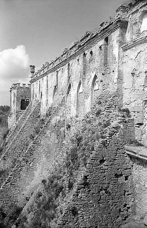 1978 р. Південний фасад в ракурсі. Вигляд зі сходу, з даху бастеї