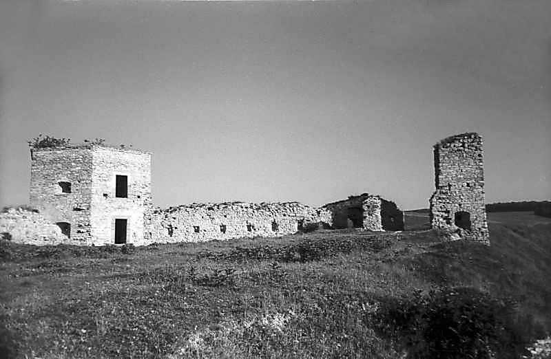 1978 р. Західна та північна башти.…