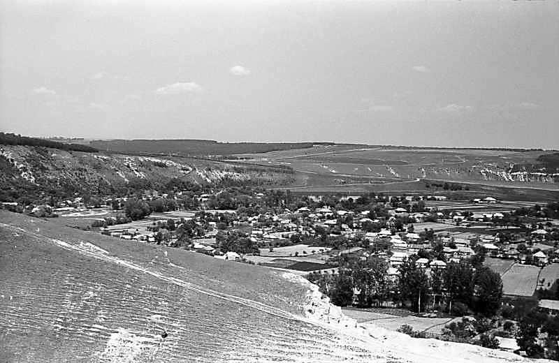 Лівобережне село