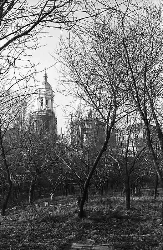 1979 р. Велика дзвіниця, трапезна та…