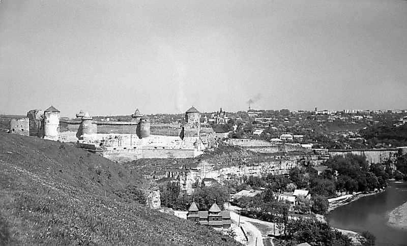 1979 р. Старий замок, Карвасари та…