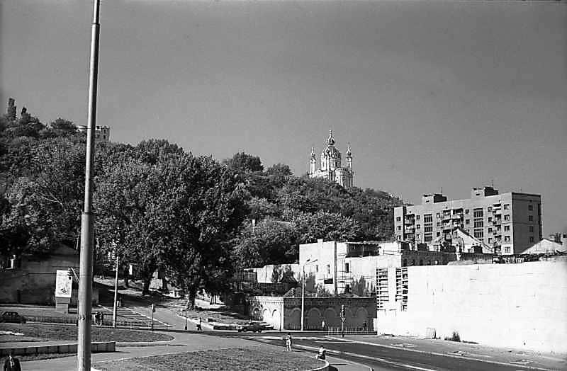 1979 р. Вид на Боричів узвіз і Андріївську церкву з Поштової площі