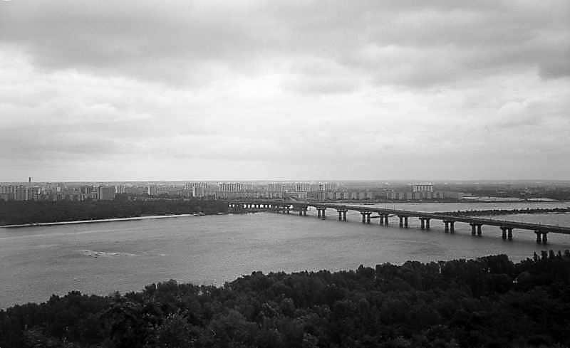 Міст Патона та житловий масив Березняки