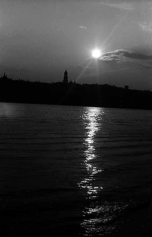 1981 р. Вид на Дніпро і Верхню лавру з Гідропарку