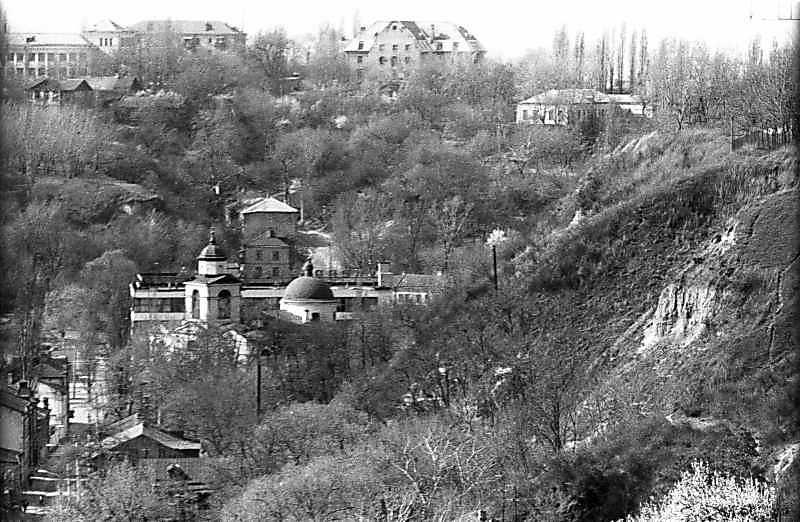 1983 р. Фрагмент вул. Воздвиженської, церкви та Замкової гори