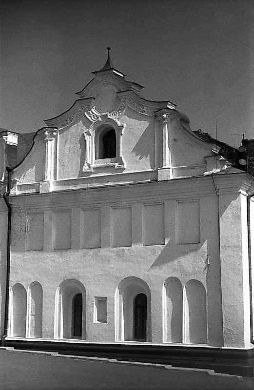 1983 р. Фрагмент західного фасаду з…