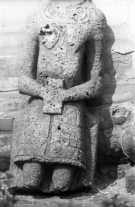 1983 р. Кам'яна антропоморфна стела