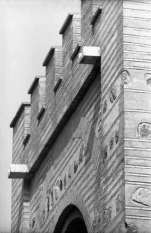 1983 р. Фрагмент нижнього ярусу південної стіни. Вигляд з південного сходу
