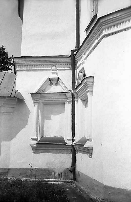 1983 р. Фрагмент південної частини нави та вівтаря. Вигляд зі сходу