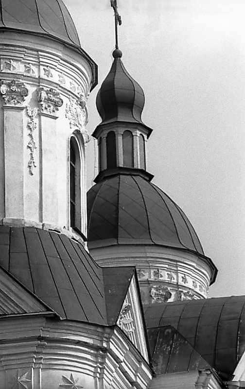1983 р. Куполи над чільним фасадом. Вигляд з позиції С4