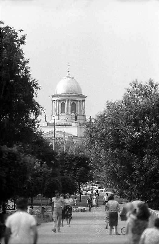 1983 р. Собор у перспективі вулиці