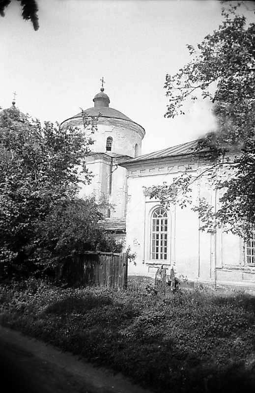 1983 р. Церква Покрови (ліворуч) і фрагмент церкви св.Миколи (праворуч). Вигляд з південного…