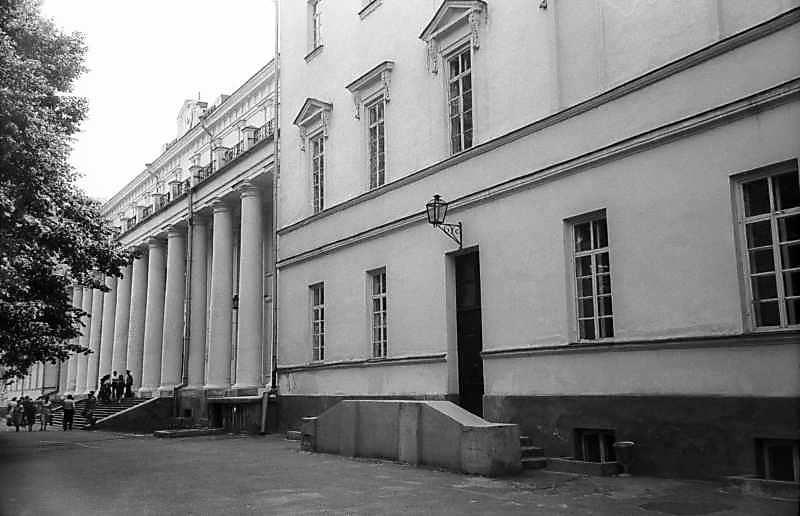 1983 р. Головний фасад в ракурсі