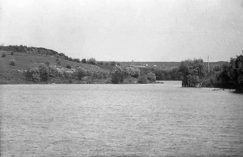 Краєвид зі ставком