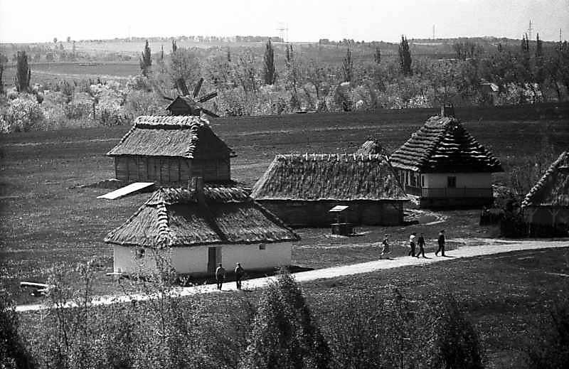 1984 р. Корчма (3), садиба із Гарячинець (2), громадська криниця (2а)