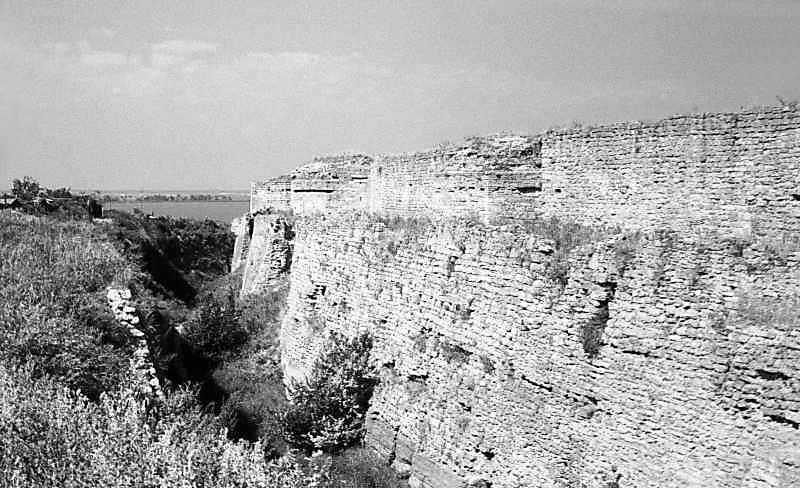 1984 р. Південний фронт з баштами 12 –…