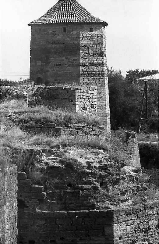 1984 р. Південний фронт з баштами 9,…
