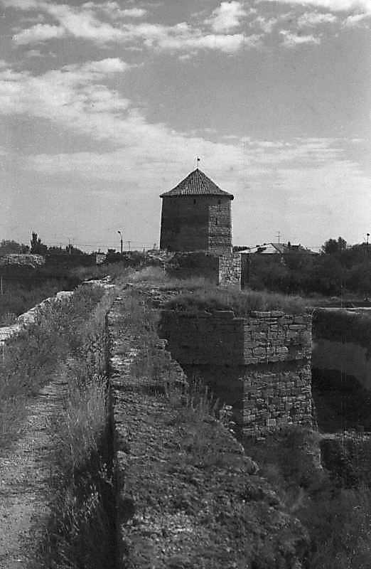 1984 р. Південний фронт з баштами 8, 7, 6. Вигляд із заходу, з муру