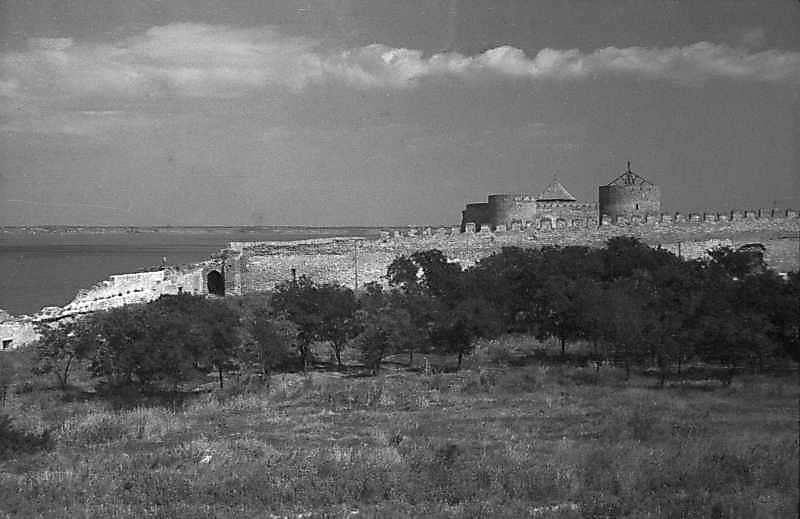1984 р. Брама 21, західна ділянка середнього муру, брама 22 на тлі цитаделі. Вигляд з…