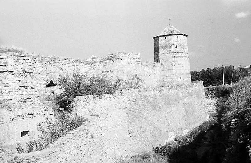 1984 р. Південний фронт з баштами 7,…