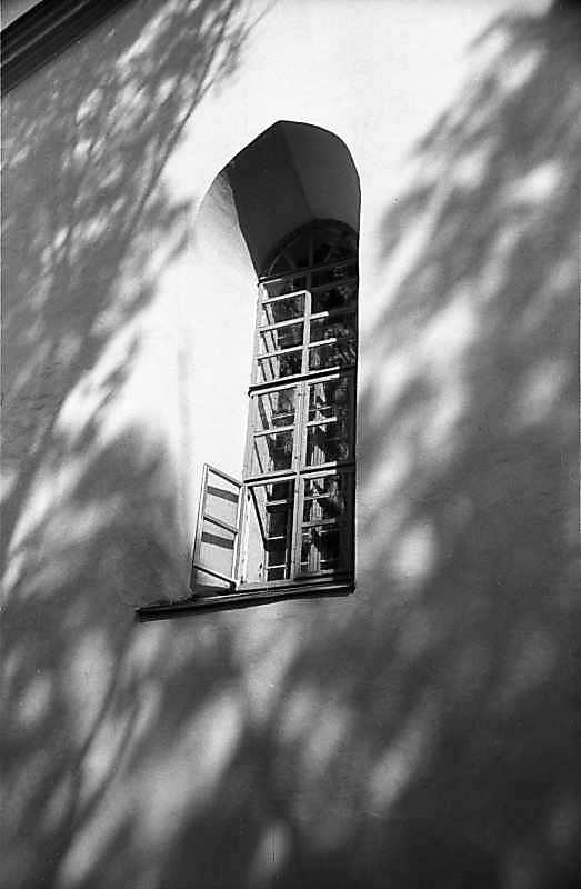 1985 р. Вікно у південній стіні нави