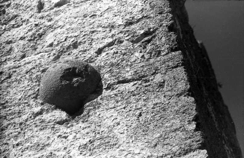 1986 р. Ядро 3, вмуроване у східну стіну нижньої башти