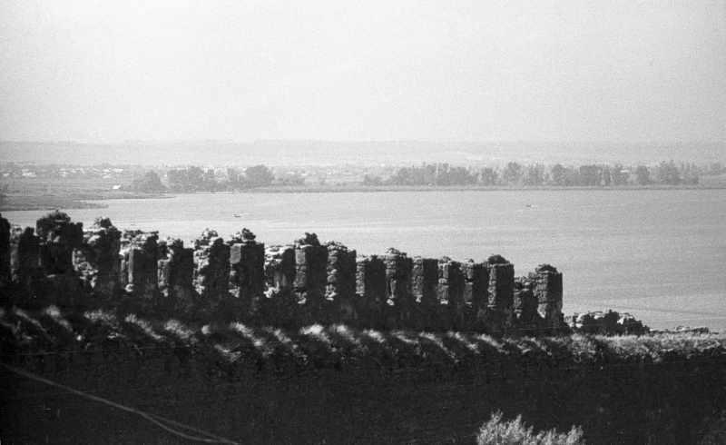 1986 р. Західна ділянка середнього муру на тлі лиману. Вигляд зі сходу