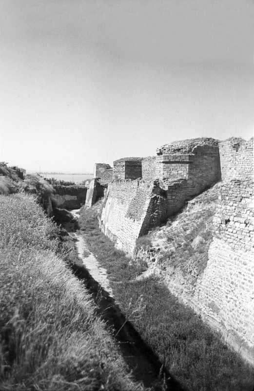 1986 р. Південний фронт з баштами 12,…