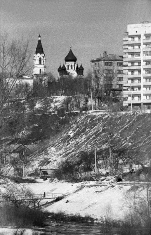 1987 р. Замкова гора з церквою Воздвиження. Вигляд з півдня