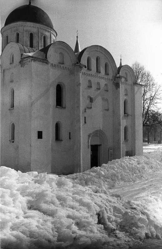 1987 р. Ззахідний фасад. Вигляд з…