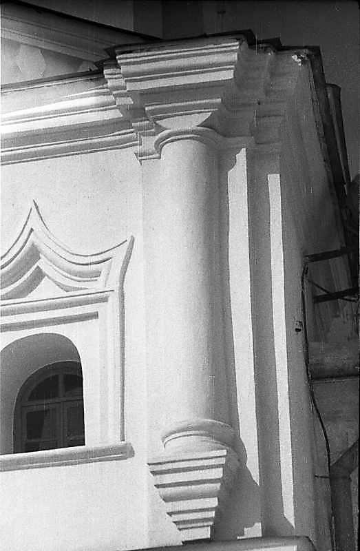 1987 р. Вікно і наріжна колонка 2-го…