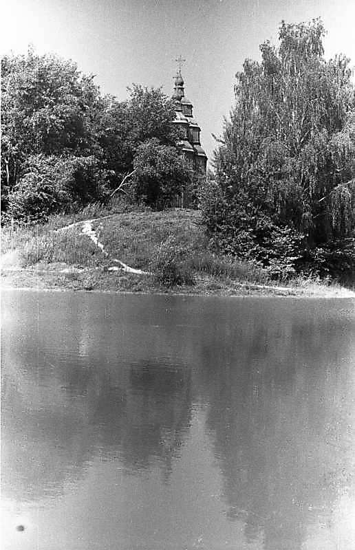 1987 р. Ставок і церква. Вигляд зі cходу
