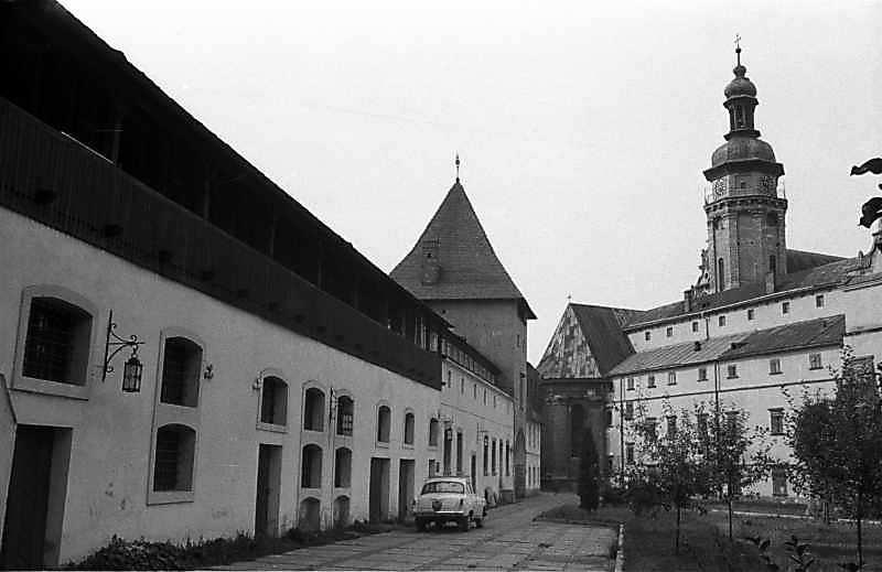 1987 р. Східний двір. Вигляд з…