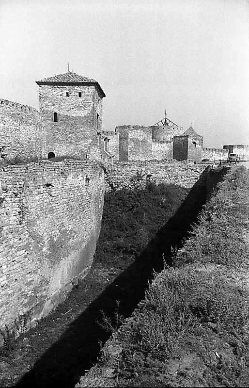 1987 р. Центральна частина східного фронту з баштами 1, 32, 27, 31, 30. Вигляд з південного…